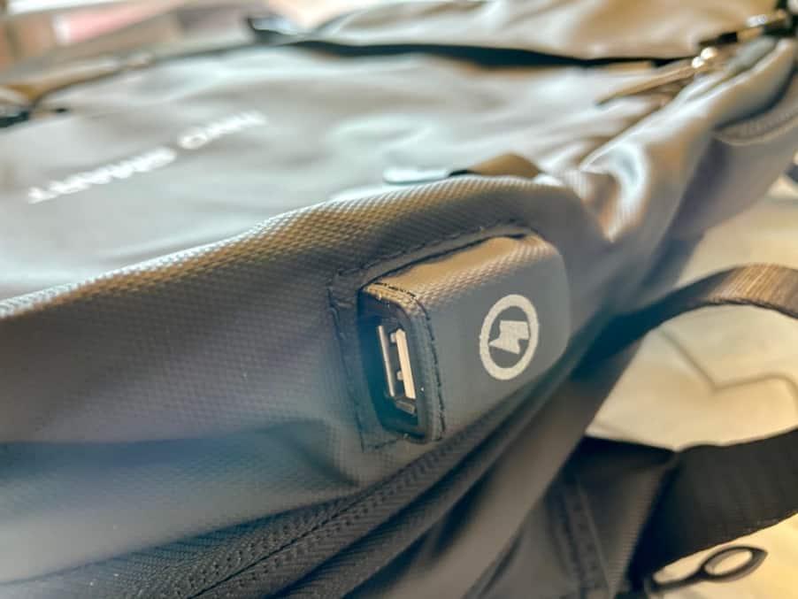Nayo EXP 背包USB充電孔