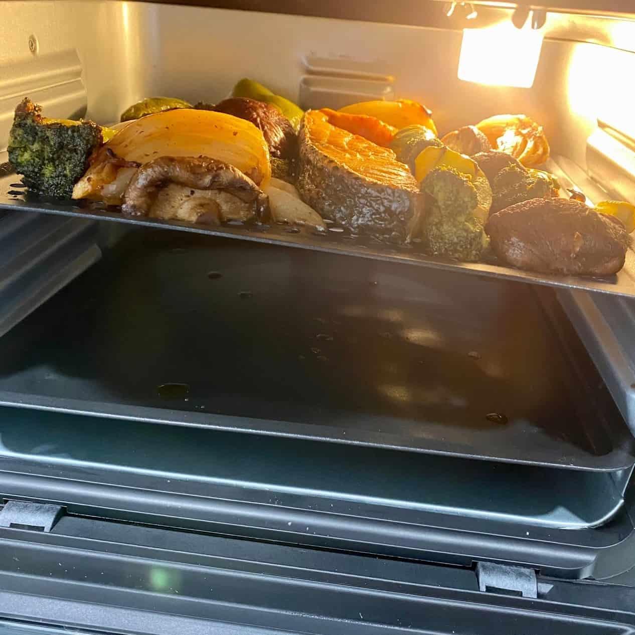 AF-1210BA 多功能氣炸烤箱-生鮭魚與配菜