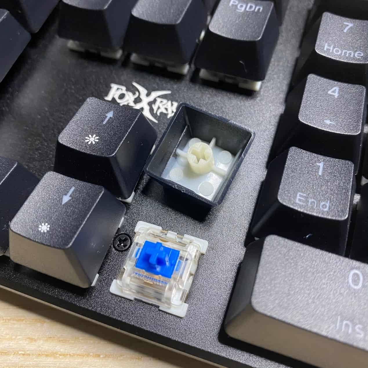 FXR-HKM-61旋音戰狐機械電競鍵盤-鍵帽好拔取
