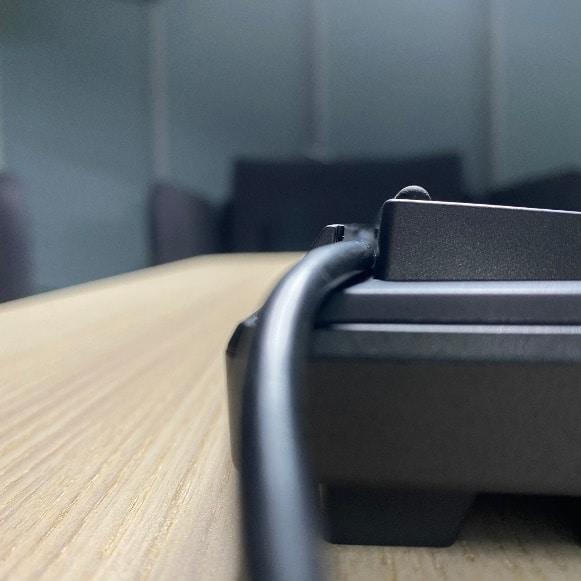 Zero-3108機械鍵盤-整線槽內的微凸設計