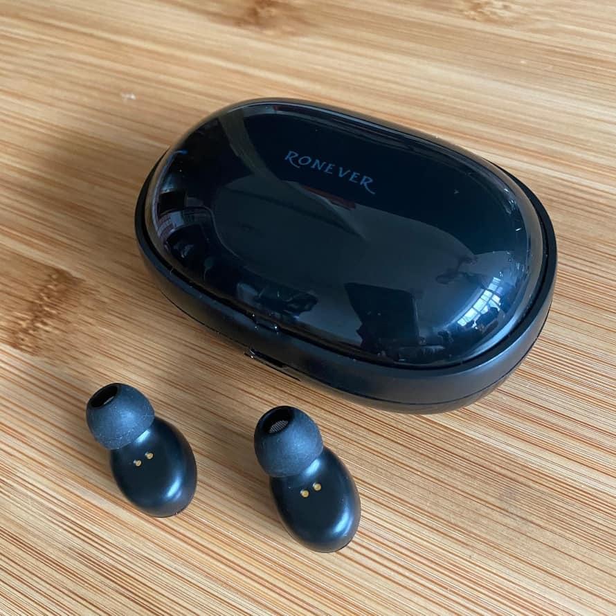 Ronever 藍牙耳機-充電艙與耳機