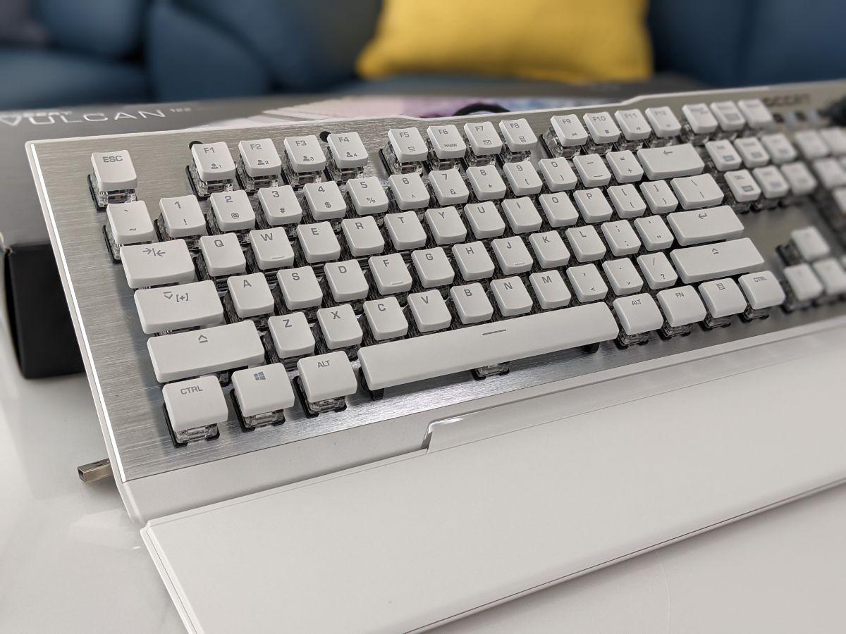 冰豹 ROCCAT Vulcan 122 Aimo 鍵盤外觀