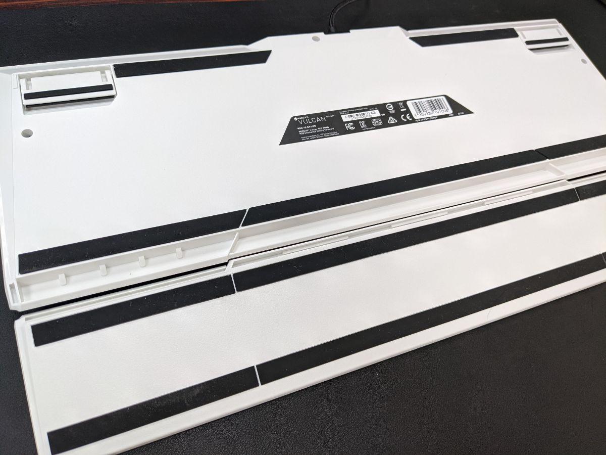 ROCCAT 冰豹 Vulcan 122 機械式鍵盤-背部防滑設計
